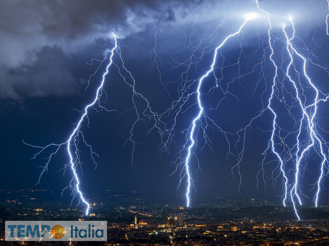 Nuova fase di maltempo: piogge e temporali presto in attivo